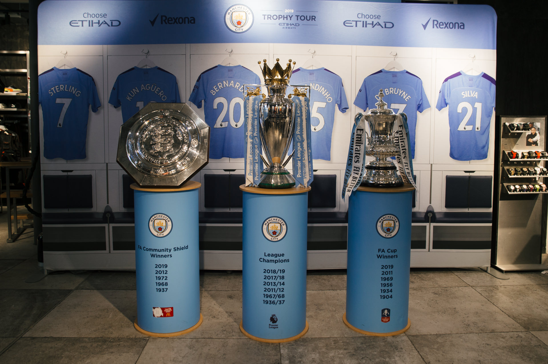 man city trophy at puma store london