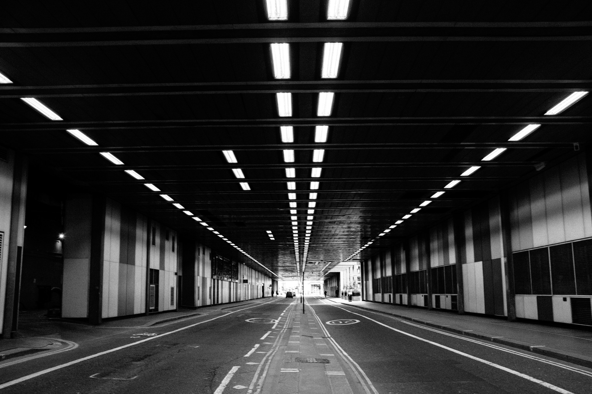 london tunel black and white